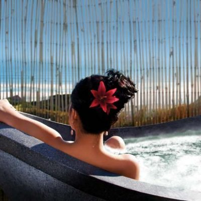 Castaways-Resort-Bersantai-Day-Spa-Outdoor-Stone-Bath