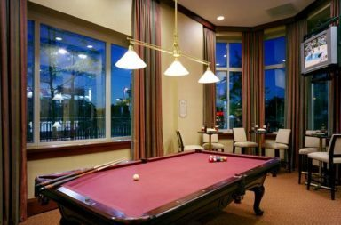 Clubroom-pool table