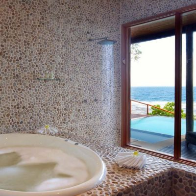 namale_dreamhouse_bath_oceanview-1-1300x772