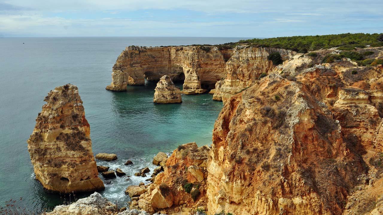 Praia_da_Marinha_(2012-09-27),_by_Klugschnacker_in_Wikipedia_(14)