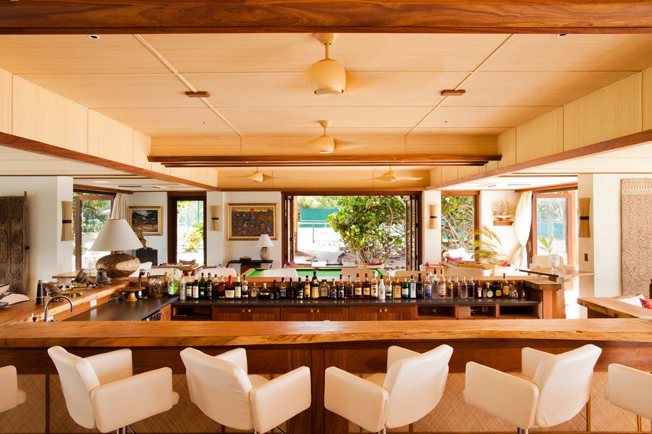 necker-island-beach-house-bar