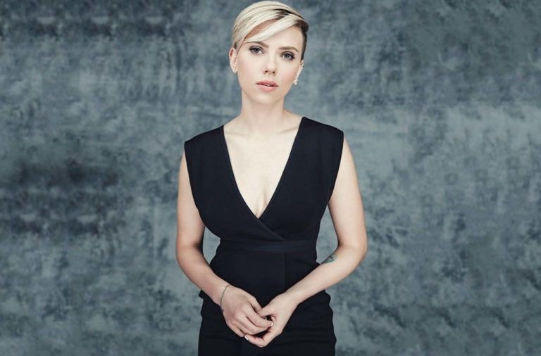 SANTA MONICA, CA - FEBRUARY 21: Scarlett Johansson is photographed at the 2015 Film Independent Spirit Awards for  on February 21, 2015 in Santa Monica, California. (Photo by Smallz & Raskind/Contour by Getty Images)