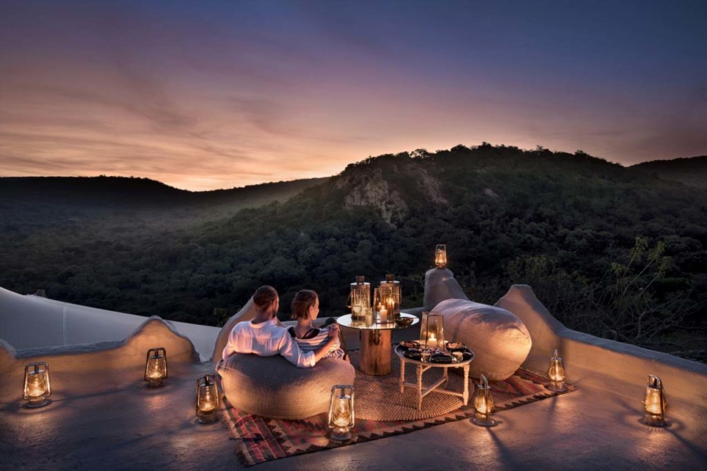Phinda-Rock-Lodge-Rooftop-Dining (2)