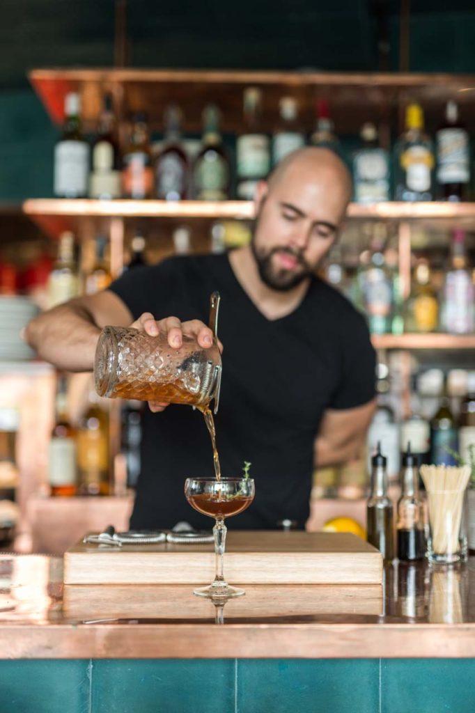 Cocktail_Kevin Baird, Bar Director, making Milestone_Daniel Krieger