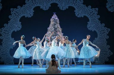 ar-nutcracker-snowflakes-tree-clara-sit_1000