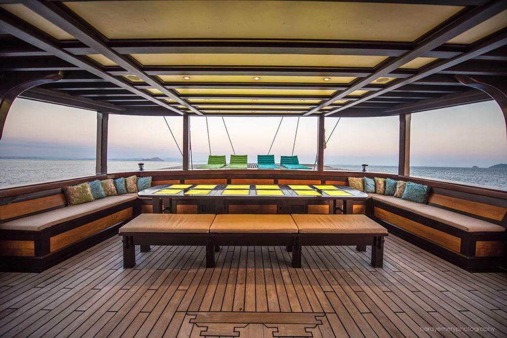 Dunia Baru-Dunia Baru Master Cabin private deck and daybed