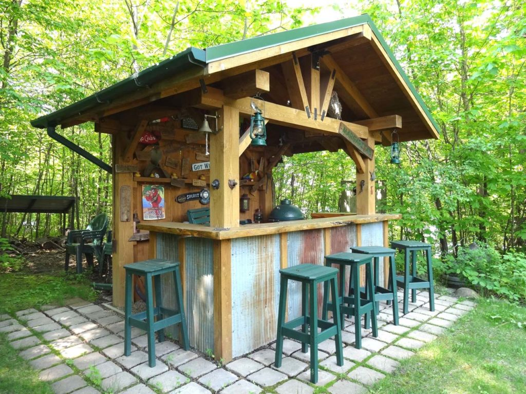Rustic outdoor bar with corrugated steel accents Design of outdo