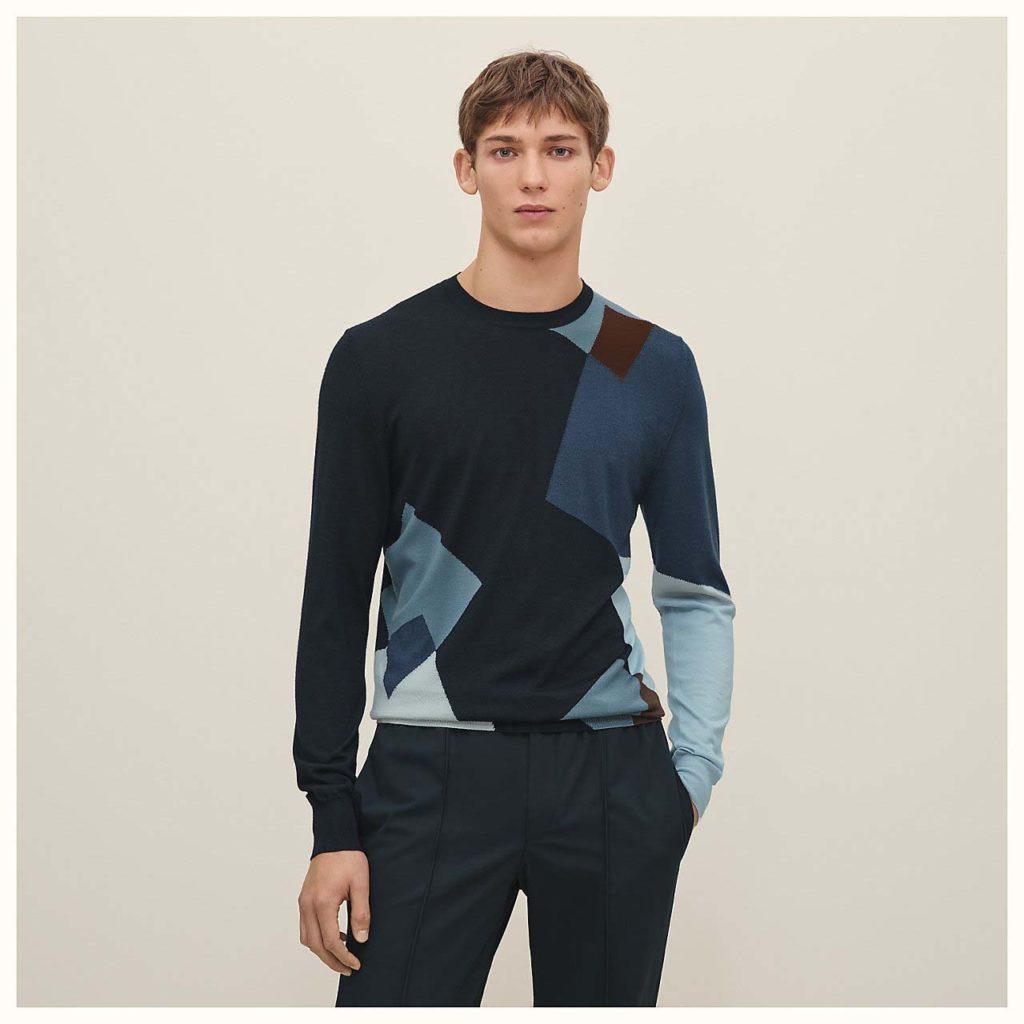 cubes-imbriques-crewneck-sweater--937025HA01-worn-3-50-0-1280-1280_b