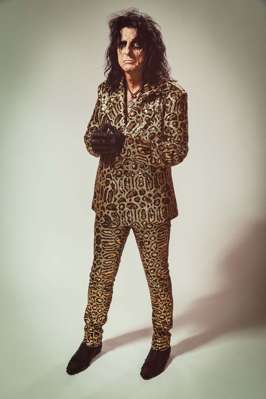Alice-Cooper_Paranormal_press-pictures_online_print_copyright-earMUSIC_credit-Rob-Fenn_5